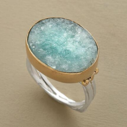 Like tropical water disturbed by a slight breeze, this aquamarine ring has a stirring effect.