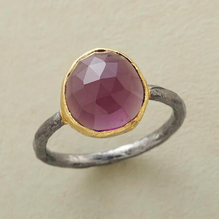 ANTIQUAIRE RING