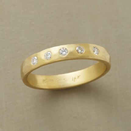 With its classic beauty, this 18kt gold diamond band ring might never leave your finger.