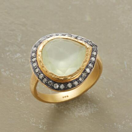 The hypnotizing embellishments of this stunning prehnite gold ring make it hard to take off.