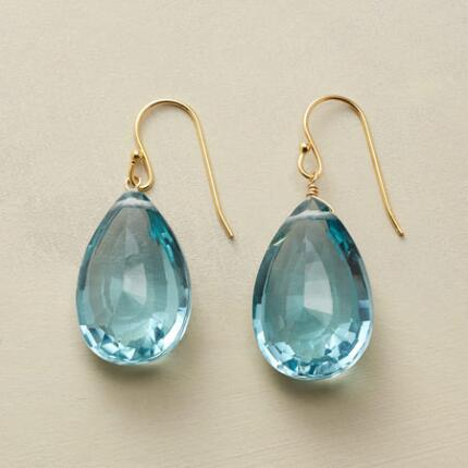 With a sumptuous color and cut, this pair of blue quartz drop earrings is absolutely stunning.