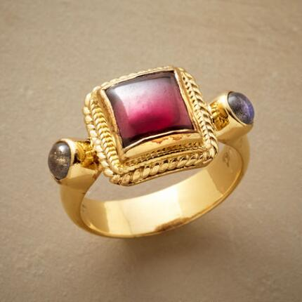 The ornate composition of this picture perfect 22kt gold ring is fit for a gallery.
