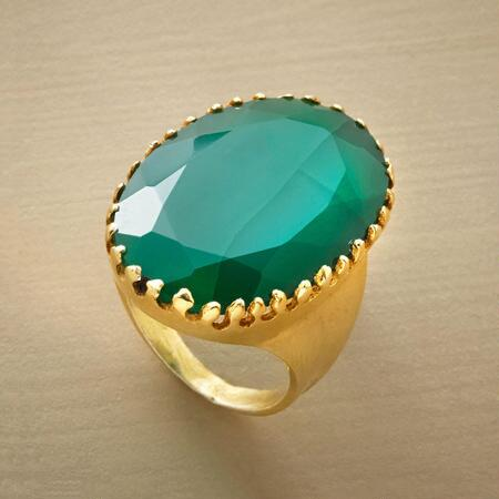A green onyx ring with color so ravishing you'll be transported every time you see it.