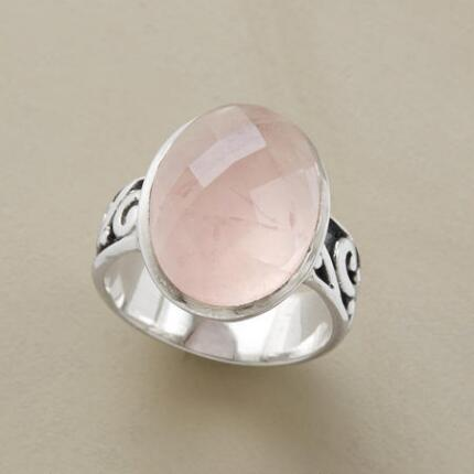 The romance of this rose quartz scrolled band ring will sweep you off your feet.