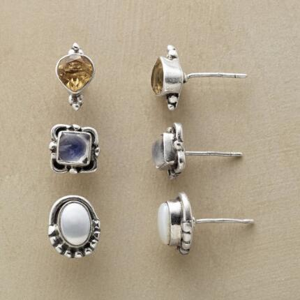 This delicately detailed pearl citrine and labradorite stud earrings set will add a refined touch to any ensemble.
