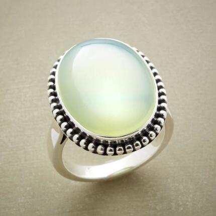 With its buoyant glow, this green chalcedony beaded bezel ring will give your look a lift.
