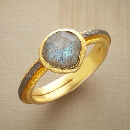 A study in contrasts, this unique labradorite & rhodium ring is a dreamy mix of bright and cool.