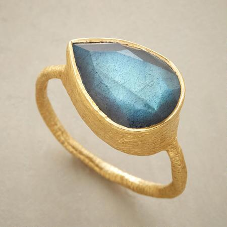 This gorgeous labradorite rain ring simply sings with luminous color.