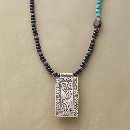 FOLIO NECKLACE