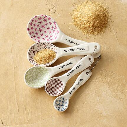 TASTEFUL MEASURING SPOONS