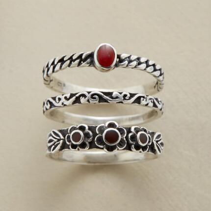 CARNELIAN FLOWER RING TRIO
