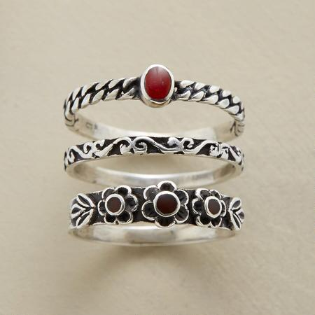 CARNELIAN FLOWER RING TRIO S/3