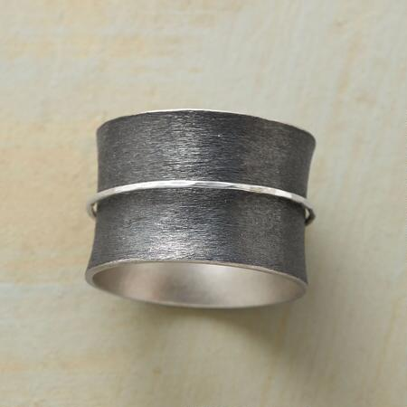 VIS-À-VIS SPINNER RING