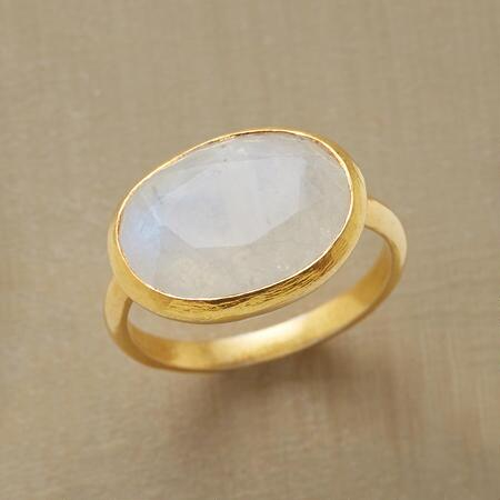 The bright, open face of this rainbow moonstone ring simply beams.
