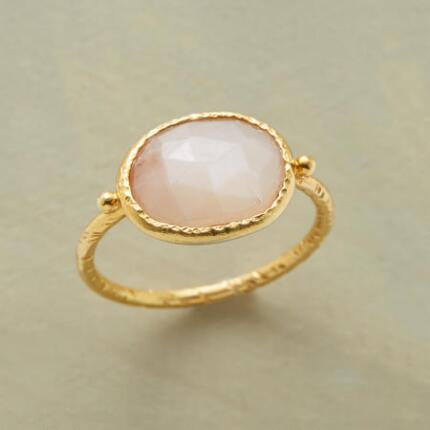 You'll delight in this golden peach moonstone ring's winsome features.