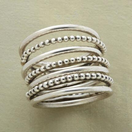Its classic lines and ample gleam make this seven blessings spiral ring an essential accessory.