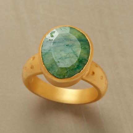 EMERALD OVOID RING