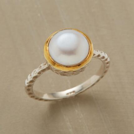 GLOWING PEARL RING
