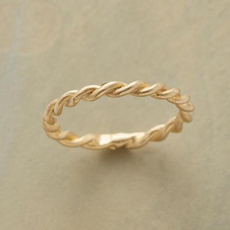 You'll never want to be separated from this 14kt gold unison ring.
