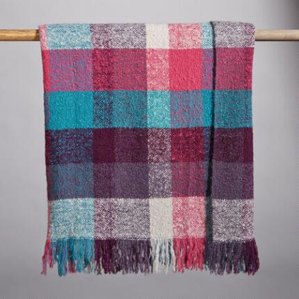 CRUSH ON PLAID THROW