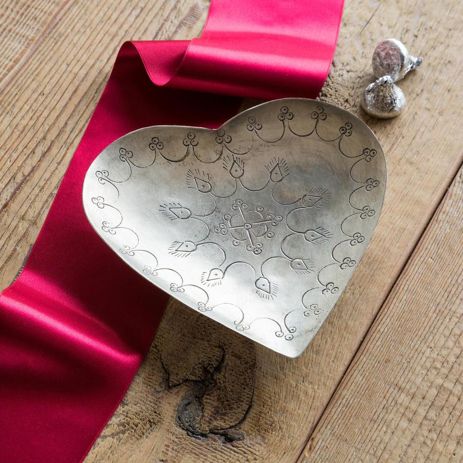 ANTIQUED HEART TRAY