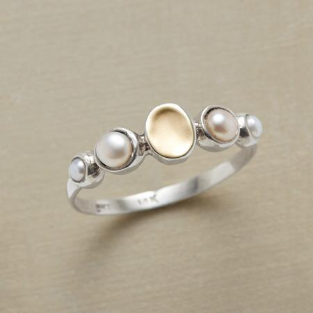 GLEAMING PEARL RING
