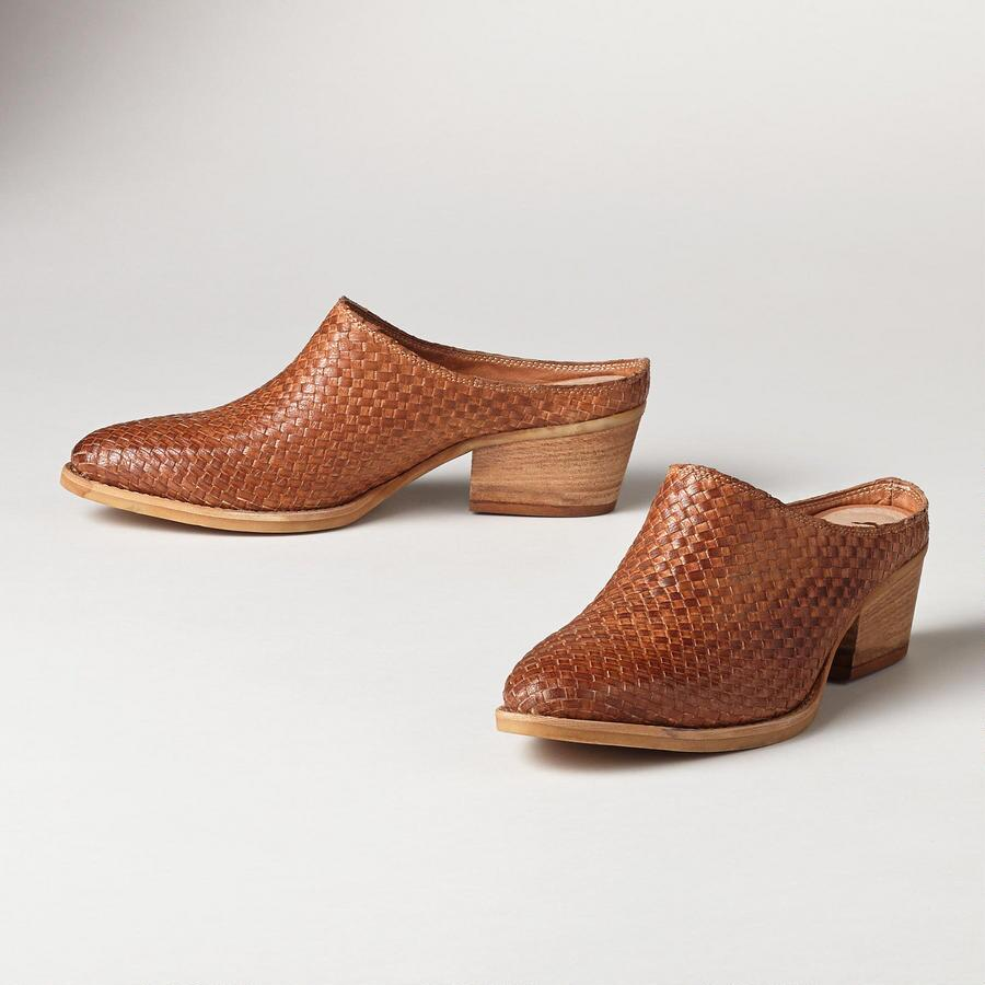 WOVEN WILLOW SLIDES