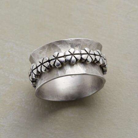 GARLAND SPINNER RING