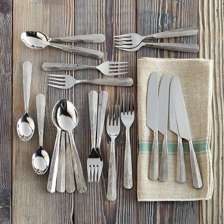 EMERY HAMMERED FLATWARE, 20-PIECE SET