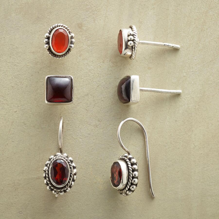 RED RICHES EARRING TRIO