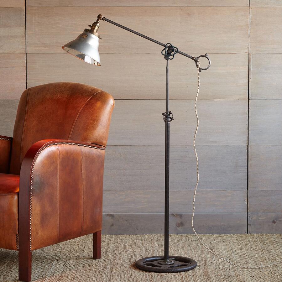 CINCINNATI FLOOR LAMP