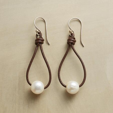 PEARL LASSO EARRINGS