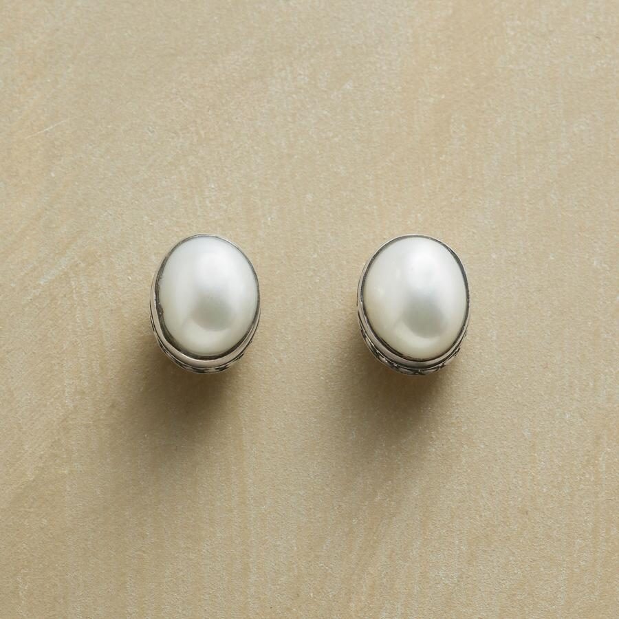 DOTTED DOME EARRINGS