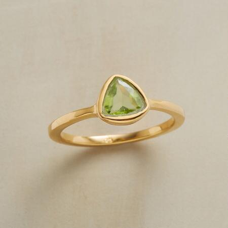 PERIDOT TRILLION RING