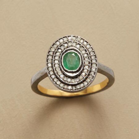 EMERALD HOVERING GEMSTONE RING