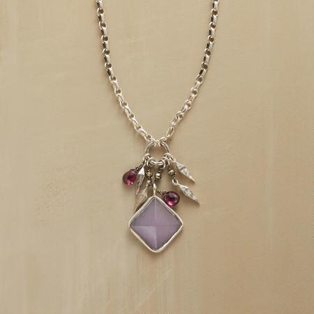 DARIA NECKLACE