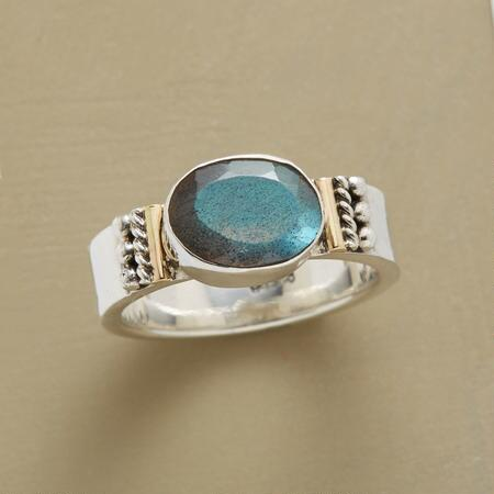CENTERED LABRADORITE RING