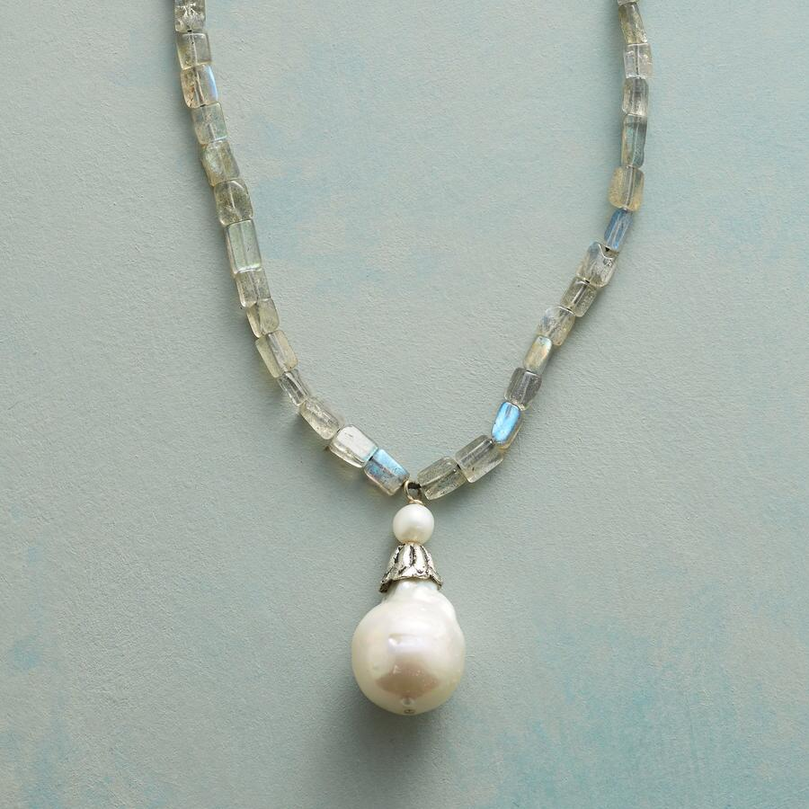 BELLFLOWER PEARL NECKLACE