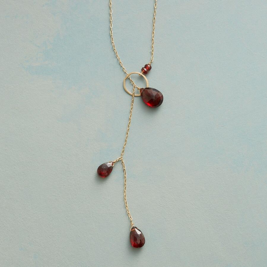 AVANT-GARNET NECKLACE