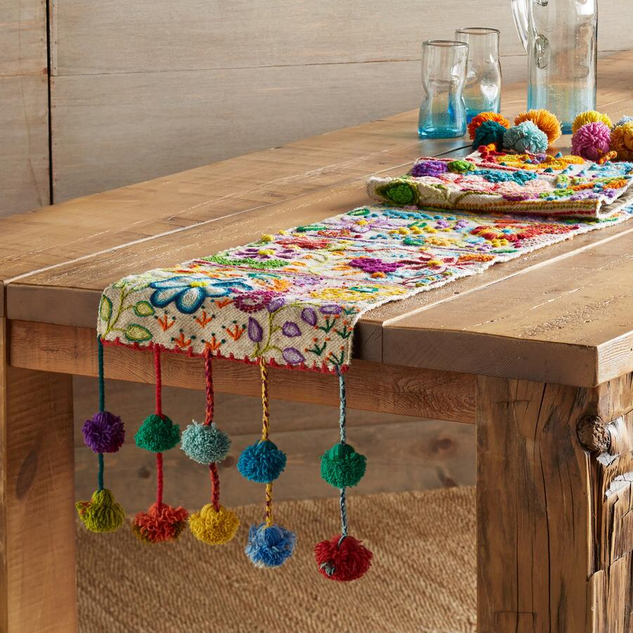 POMPOSA TABLE RUNNER