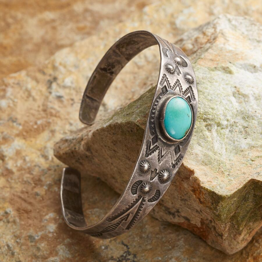 VINTAGE TURQUOISE CREST CUFF
