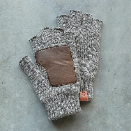 NEW CLASSIC FINGERLESS GLOVES