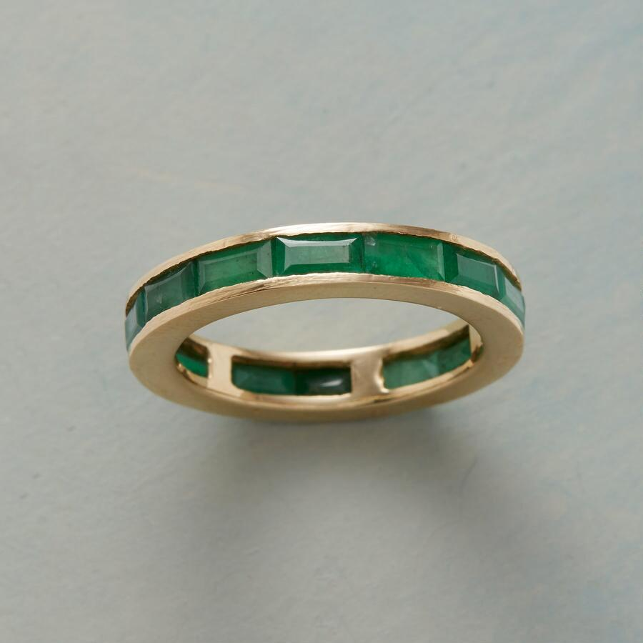 EMERALD CIRCLE OF GEMSTONES RING
