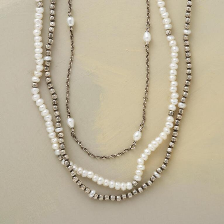 VICE VERSA PEARL NECKLACE
