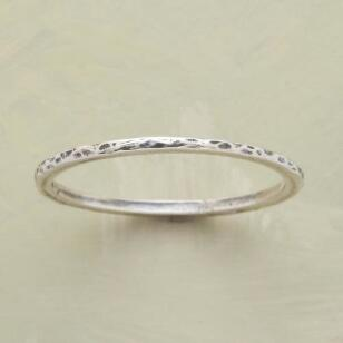 THREAD-THIN HAMMERED BAND RING