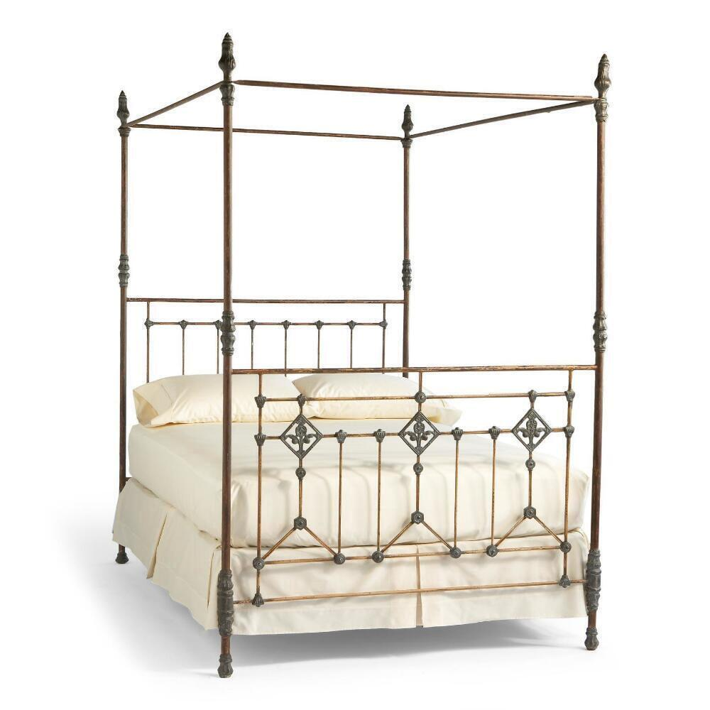 GRAND TOUR CANOPY BED: View 2
