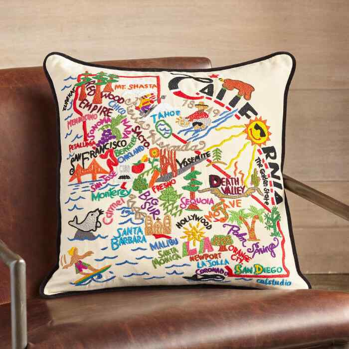 SOUVENIR UNITED STATES PILLOW