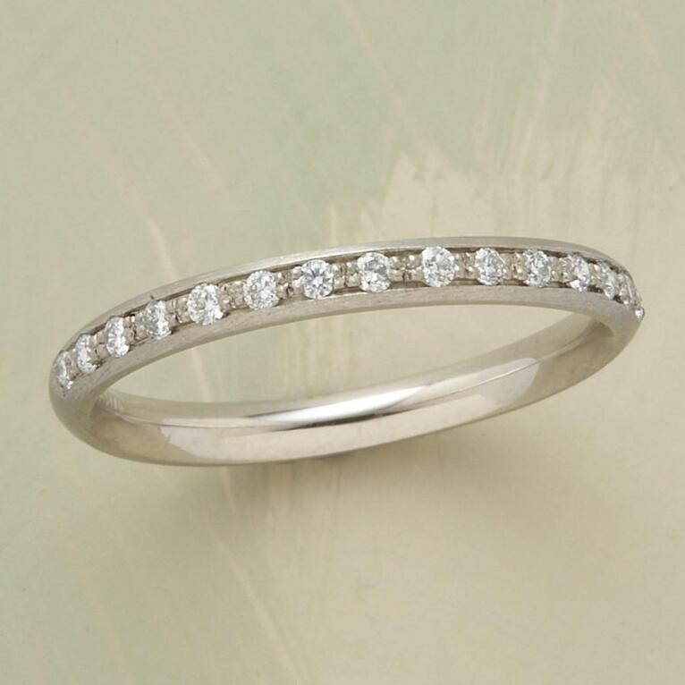SINGLE ROW WHITE GOLD PAVE DIAMOND RING