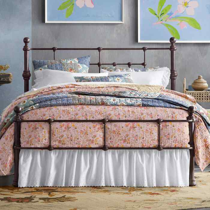 MONOPOLE BED