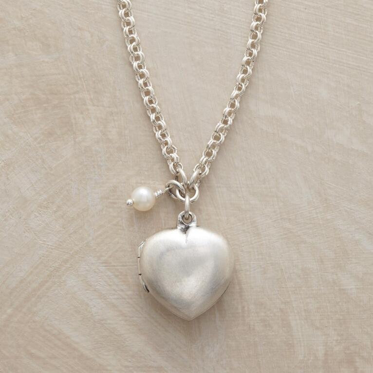 MEMOIRE LOCKET NECKLACE